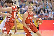 DESCRIZIONE : Berlino Berlin Eurobasket 2015 Group B Turkey Italy <br /> GIOCATORE : Sinan Guler<br /> CATEGORIA : Palleggio Blocco<br /> SQUADRA : Turkey<br /> EVENTO : Eurobasket 2015 Group B <br /> GARA : Turkey Italy<br /> DATA : 05/09/2015 <br /> SPORT : Pallacanestro <br /> AUTORE : Agenzia Ciamillo-Castoria/Mancini Ivan<br /> Galleria : Eurobasket 2015 <br /> Fotonotizia : Berlino Berlin Eurobasket 2015 Group B Turkey Italy