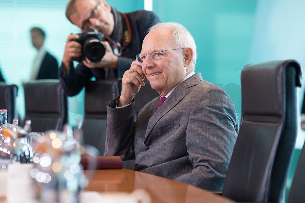 21 JUN 2017, BERLIN/GERMANY:<br /> Wolfgang Schaeuble, CDU, Bundesfinanzminister, vor Beginn der Kabinettsitzung, Bundeskanzleramt<br /> IMAGE: 20170621-01-001<br /> KEYWORDS: Kabinett, Sitzung, Wolfgang Schäuble