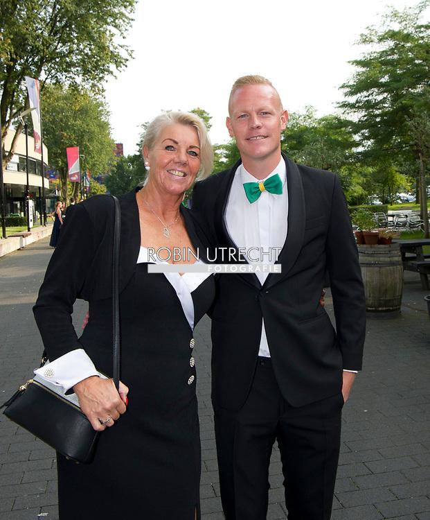 HILVERSUM Tom Beugelsdijk met zijn moeder voetballer van het jaar gala verkiezing , copyrght robin utrecht