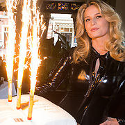 """NLD/Amsterdam/20130613 - Presentatie erotische triller """" Kamer 303 """" van Claudia Schoemacher - van Zweden in latex catsuit met vuurwerk bij de onthulling"""