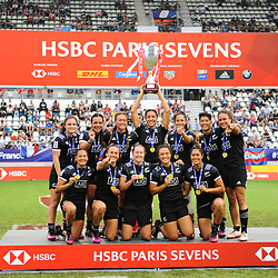Team of New Zealand celebrates the victory after the Final women match between New zealand and Australia at the HSBC Paris Sevens, stage of the Rugby Sevens World Series at Stade Jean Bouin on June 10, 2018 in Paris, France. (Photo by Sandra Ruhaut/Icon Sport)