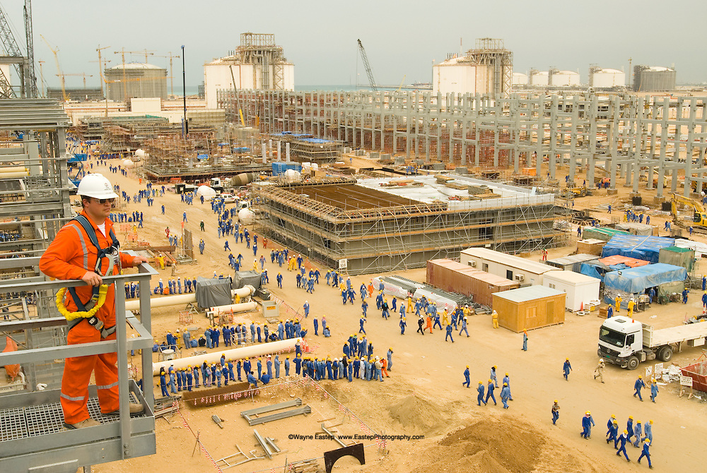 Construction expansion at LPG refinery, Qatar.