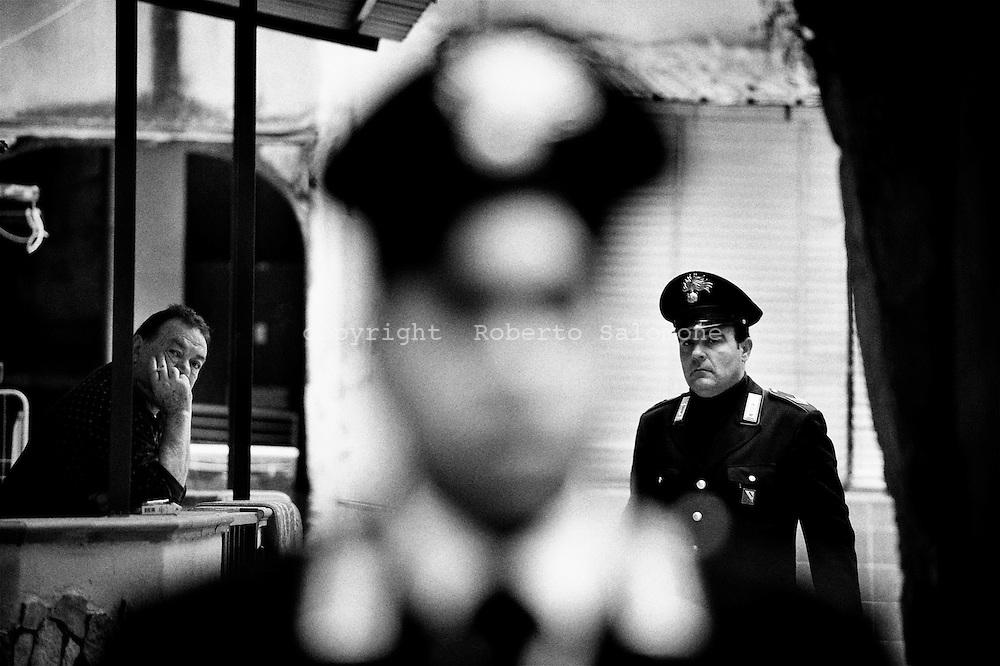 Napoli, Italia - 5 maggio 2010. Carabinieri in azine durante un'operazione anticamorra a Miano. I Carabinieri hanno arrestato durante un blitz notturno a Miano (periferia nord di Napoli) 17 persone affiliate al clan della camorra dei Lo Russo. Gli arestati sono accusati di associazione per delinquere di stampo mafioso, traffico di armi e droga.<br /> Ph. Roberto Salomone Ag. Controluce<br /> ITALY - Carabinieri operation on May 5, 2010 lead to the arrest of 17 people linked to camorra mafia organisation of Lo Russo.