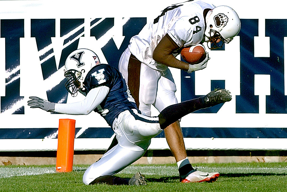 Spt11/08/03  Photo by Mara Lavitt--Yale-Brown 2<br /> ML0097A #8593<br /> Yale Bowl, Yale vs. Brown: 2nd quarter action:  Yale's James Beck left can't get the interception so Brown's Lorenza Hill makes a touchdown.