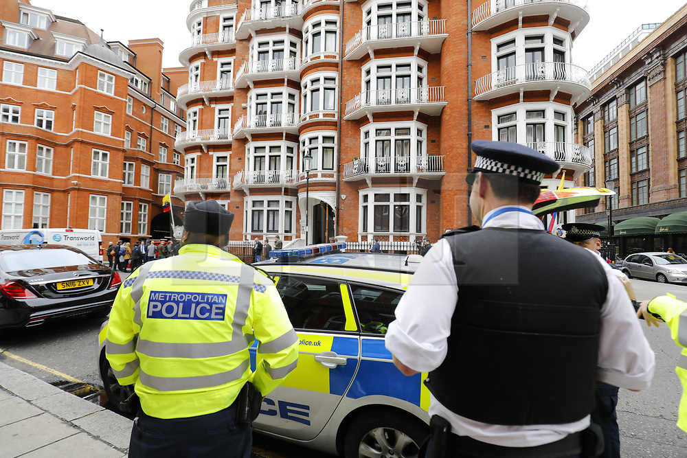 © Licensed to London News Pictures. 19/05/2017. London, UK.  Police and media at the Ecuadoran embassy in London where Wikileaks founder Julian Assange has been living since 2012. Today the Swedish authorities have announced that they are dropping their investigation into rape allegations against him. Photo credit: Tolga Akmen/LNP