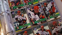 Odense Bulldogs<br /> <br /> Officielle Danske Hockey Trading Card. <br /> <br /> 1999-2000 Komplet Danske Ishockey Kort 225 stk.<br /> <br /> 108. Johan Allringer<br /> 109. Casper Nilsson<br /> 110. Peter Skræm<br /> 111. Henrik B. Madsen<br /> 112. Curt Regnier<br /> 113. Dean Seymour<br /> 114. Mario Simioni<br /> 115. Jens Hellsten<br /> 116. Henrik Oxholm<br /> 117. Ntsika Shange<br /> 118. Dimitri Lavrentiev<br /> 119. Markku Kyllönen<br /> 120. Lars Oxholm<br /> 121. Pavel Tlstik<br /> 122. Anders Holst<br /> 123. Rasmus Holst<br /> 124. Pierre Dufour<br /> 125. Søren Tranholm<br /> 126. Niels Seir<br /> 127. Rene Madsen<br /> 128. René Jensen<br /> <br /> Begrænset komplet sæt på lager. Kontakt: mail@nhcfoto.dk eller tlf. 40277826