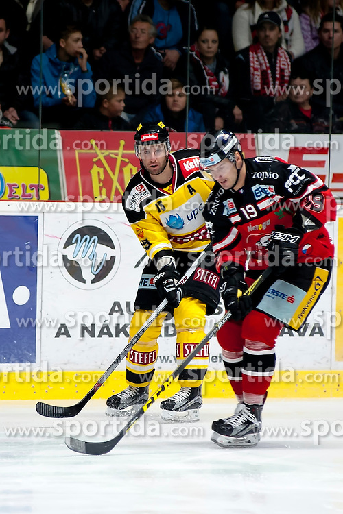 11.10.2015, Ice Rink, Znojmo, CZE, EBEL, HC Orli Znojmo vs UPC Vienna Capitals, 10. Runde, im Bild v.l. Dany Bois (UPC Vienna Capitals) Roman Tomas (HC Orli Znojmo) // during the Erste Bank Icehockey League 10th round match between HC Orli Znojmo and UPC Vienna Capitals at the Ice Rink in Znojmo, Czech Republic on 2015/10/11. EXPA Pictures © 2015, PhotoCredit: EXPA/ Rostislav Pfeffer