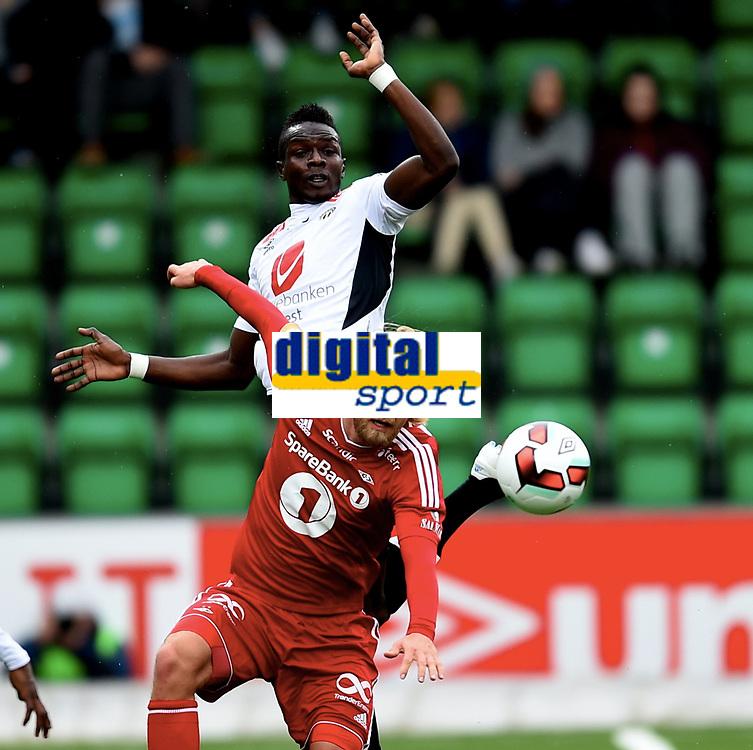 Fotball ,1. mai 2016 , EIiteserien ,Tippeligaen ,  Sogndal - Rosenborg<br /> Babacar Sarr , Sogndal<br /> Christian Gytkj&aelig;r , RBK
