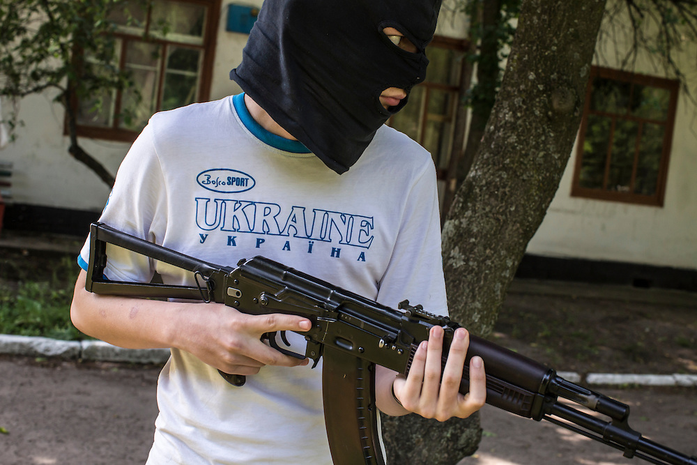 DNIPROPETROVSK REGION, UKRAINE - MAY 19: A man learns to use a gun at a training camp for the Donbass Battalion, a pro-Ukrainian militia, on May 19, 2014 in Dnipropetrovsk Region, Ukraine. A week before presidential elections are scheduled, questions remain whether the eastern regions of Donetsk and Luhansk are stable enough to administer the vote. (Photo by Brendan Hoffman/Getty Images) *** Local Caption ***