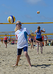 20150627 NED: WK Beachvolleybal day 2, Scheveningen<br /> Nederland heeft er sinds zaterdagmiddag een vermelding in het Guinness World Records bij. Op het zonnige strand van Scheveningen werd het officiële wereldrecord 'grootste beachvolleybaltoernooi ter wereld' verbroken. Maar liefst 2355 beachvolleyballers kwamen zaterdag tegelijkertijd in actie / BvdGF