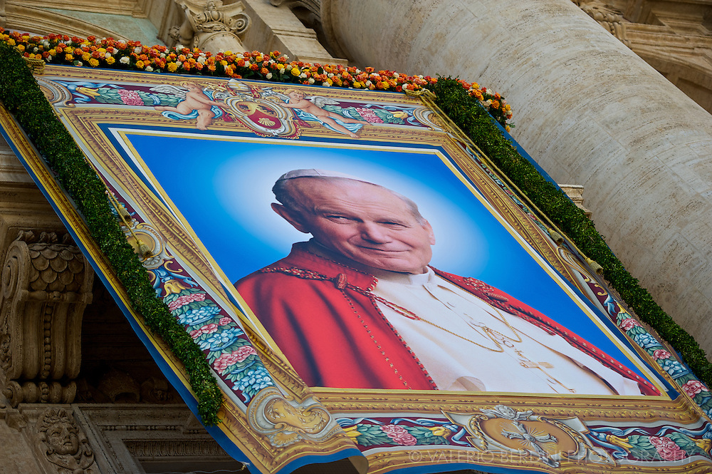 A freelancer photograph of John Paul II was selected as the main image of the Beatified pope