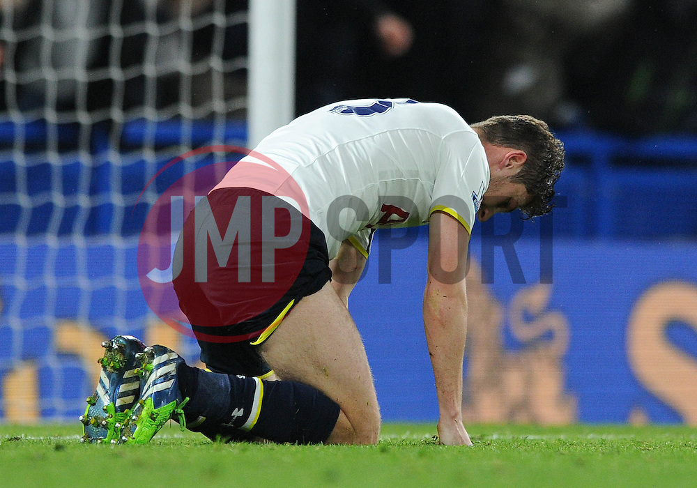 Tottenham Hotspur's Jan Vertonghen cuts a dejected figure - Photo mandatory by-line: Dougie Allward/JMP - Mobile: 07966 386802 - 03/12/2014 - SPORT - Football - London - Stamford Bridge - Chelsea v Tottenham Hotspur - Barclays Premier League