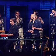 NLD/Amsterdam/20180414 - Holland Zingt Hazes 2018, achtergrond met oa Eric van Tijn