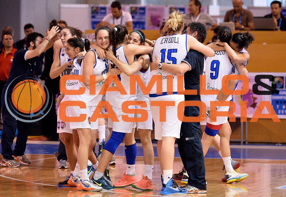DESCRIZIONE : Udine U20 Campionato Europeo Femminile Finale 3-4 posto Italia Serbia European Championship Women Final 3-4 Place Italy Serbia<br /> GIOCATORE : team italia italy<br /> CATEGORIA : esultanza<br /> SQUADRA : Italia Italy<br /> EVENTO : Udine U20 Campionato Europeo Femminile Finale 3-4 posto Italia Serbia European Championship Women Final 3-4 Place Italy Serbia<br /> GARA : Italia Serbia Italy Serbia<br /> DATA : 13/07/2014<br /> SPORT : Pallacanestro <br /> AUTORE : Agenzia Ciamillo-Castoria/R. Morgano<br /> Galleria : Europeo Under 20 Femminile <br /> Fotonotizia : Udine U20 Campionato Europeo Femminile Finale 3-4 posto Italia Serbia European Championship Women Final 3-4 Place Italy Serbia<br /> Predefinita :