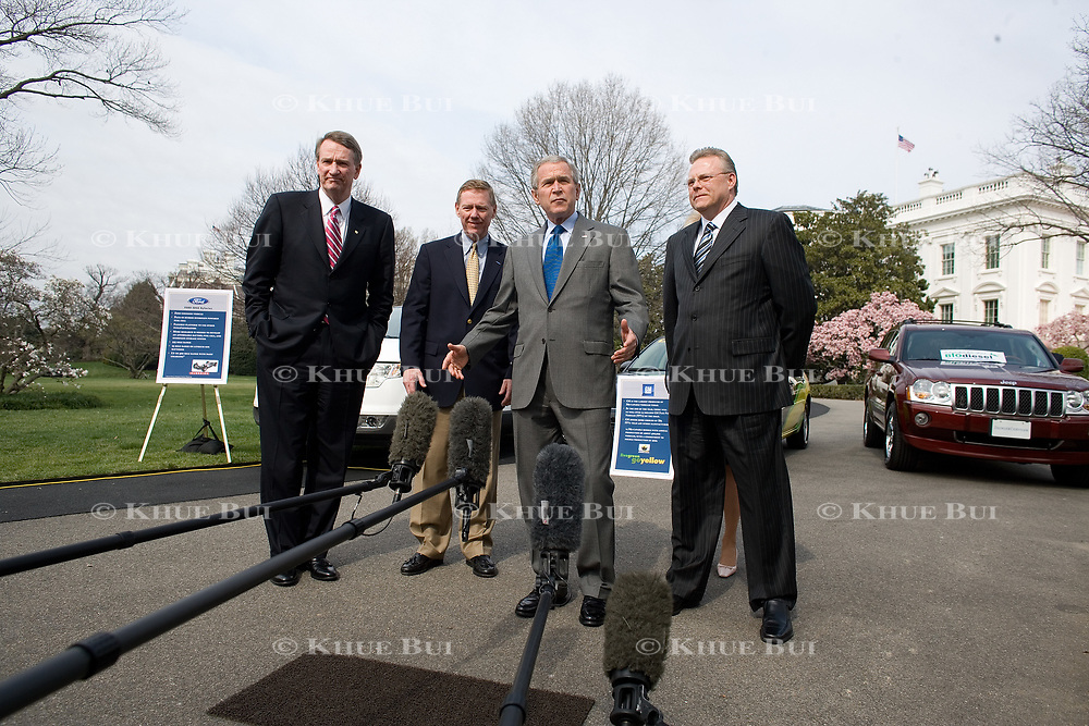 Pres. Bush meets with Ford CEO Alan Mulally, GM CEO Rick Wagoner, and Chrysler CEO Tom Lasorda on the South Lawn of the White House Monday, March 26, 2007. <br /> <br /> Photo by Khue Bui