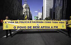 July 23, 2017 - Manifestantes participam de ato em apoio à polícia militar e contra a corrupção na Avenida Paulista, na tarde deste domingo  (Credit Image: © Bruno Rocha/Fotoarena via ZUMA Press)