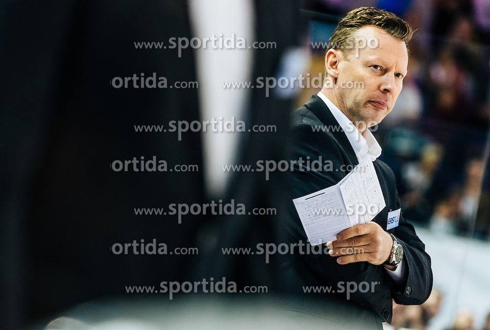 18.09.2016, Eisarena, Salzburg, AUT, EBEL, EC Red Bull Salzburg vs EC KAC, 2. Runde, im Bild Head Coach Mike Pellegrims (EC KAC) // during the Erste Bank Icehockey League 2nd Round match between EC Red Bull Salzburg and EC KAC at the Eisarena in Salzburg, Austria on 2016/09/18. EXPA Pictures © 2016, PhotoCredit: EXPA/ JFK