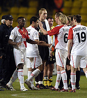Fotball<br /> Champions League 2004/05<br /> Monaco v Liverpool<br /> 23. november 2004<br /> Foto: Digitalsport<br /> NORWAY ONLY<br /> Liverpool's Chris Kirkland (C) and Jamie Carragher continue to protest the Monaco goal to referee Claus Bo and his assistants