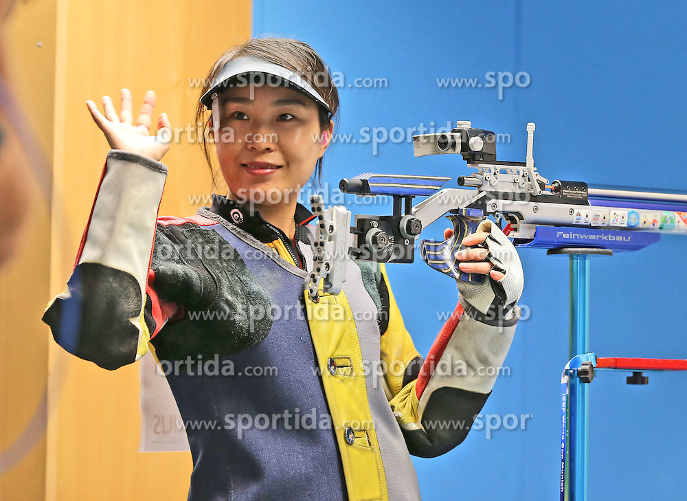 05.09.2015, Olympia Schiessanlage Hochbrueck, Muenchen, GER, ISSF World Cup 2015, Gewehr, Pistole, Damen, 10 Meter Luftgewehr, im Bild Binbin Zhang (CHN) lachend, winkend // during the women's 10M air rifle competition of the 2015 ISSF World Cup at the Olympia Schiessanlage Hochbrueck in Muenchen, Germany on 2015/09/05. EXPA Pictures &copy; 2015, PhotoCredit: EXPA/ Eibner-Pressefoto/ Wuest<br /> <br /> *****ATTENTION - OUT of GER*****