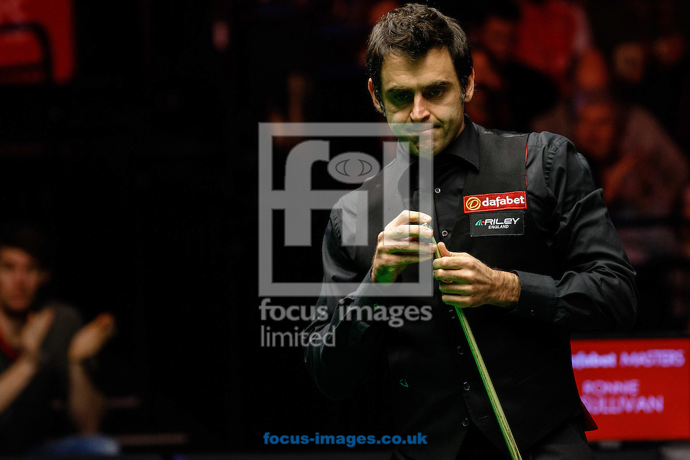 Ronnie O'Sullivan during the first semi final of The Dafabet World Snooker Masters at Alexandra Palace, London<br /> Picture by Mark Chappell/Focus Images Ltd +44 77927 63340<br /> 17/01/2015