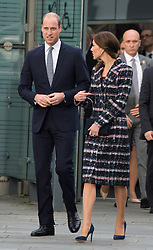 Prinz William und Herzogin Kate verlassen das National Football Museum in Manchester / 141016 *** Duke and Duchess of Cambridge leave at The National Football Museum in Manchester 14th October 2016 ***