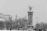 France. Paris under the snow.. Alexandre III 3 / Pont Alexandre III . Paris sous la neige en hiver