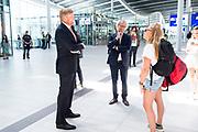 UTRECHT, 28-5-2020 Koning bezoekt station Utrecht Centraal en NS.<br /> <br /> Koning Willem Alexander brengt tijdens een werkbezoek aan station Utrecht Centraal en NS. Het bezoek vindtplaats in het kader van de impact van de coronapandemie op het openbaar vervoer