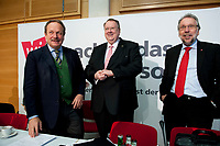 14 DEC 2010, BERLIN/GERMANY:<br /> Frank Bsirske (L), ver.di Vorsitzender, Peter Heesen (M), dbb Bundesvorsitzender, und Frank Stoehr (R), dbb tarifunion 1. Vorsitzender, vor Beginn der Pressekonferenz zu den Forderungen zur Laender-Tarifrunde im öffentlichen Dienst 2011, Katholische Akademie<br /> IMAGE: 20101214-01-009<br /> KEYWORDS: Frank Stöhr