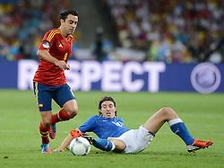 FUSSBALL  EUROPAMEISTERSCHAFT 2012   FINALE Spanien - Italien            01.07.2012 Xavi Hernandez (Spanien) gegen Riccardo Montolivo (re, Italien)