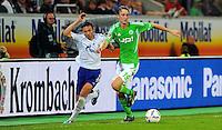 11. September 2011: Wolfsburg, Volkswagen Arena: Fussball 1. Bundesliga, 5. Spieltag: VfL Wolfsburg - FC Schalke 04: Wolfsburgs Rasmus Joensson (gruen) gegen Schalkes Marco Hoeger.
