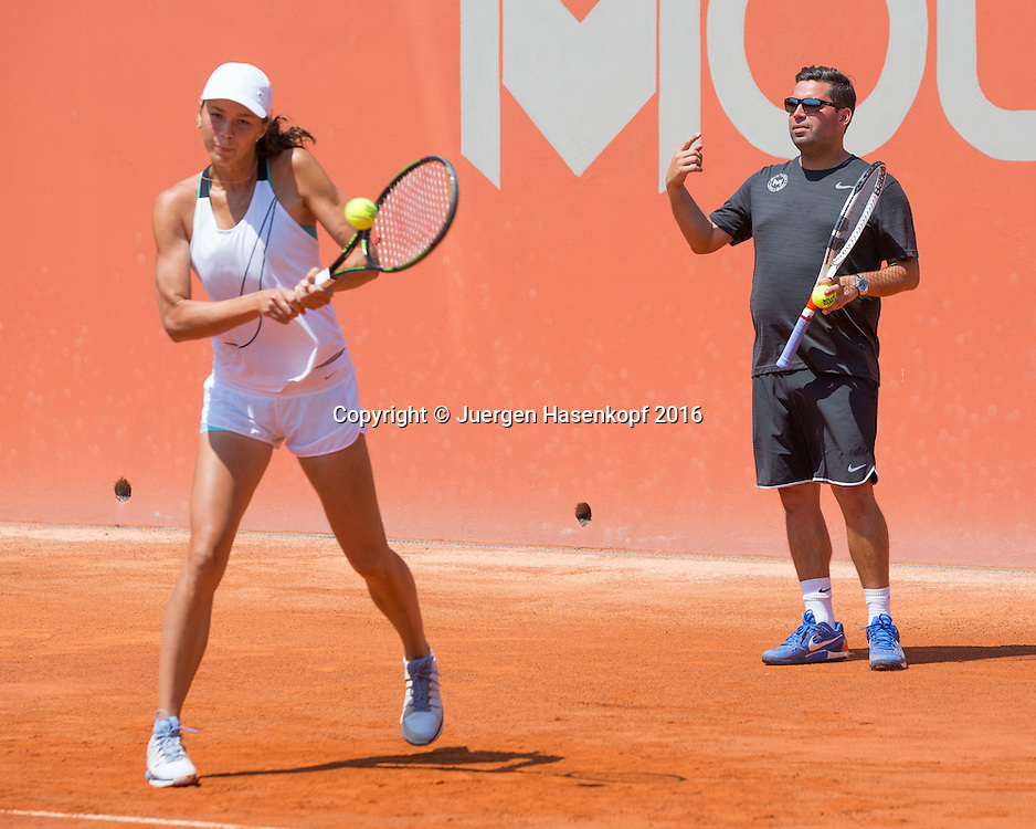 Natalia Viklhlyantseva (RUS) trainiert in der Mouratoglou Tennis Academy M.T.A Sophia Country Club, Biot, FRA.<br /> <br />  - Mouratoglou Tennis Academy  -  -   Sophia Country Club, - Biot -  - Frankreich  - 26 July 2016. <br /> &copy; Juergen Hasenkopf