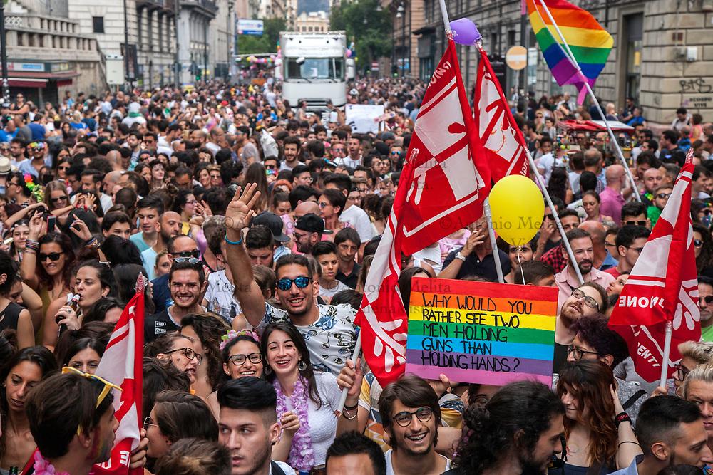 Migliaia di palermitani hanno partecipato alla parata del Pride per le vie del centro del capoluogo siciliano. Una festa di colori e musica per rivendicare i diritti LGBT.