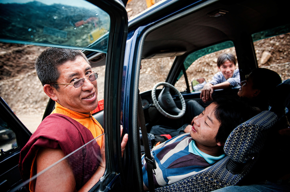 Asia, Tibet, Bhutan,near  Wangdue, market, monk, man, street scene