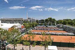 May 27, 2017 - Paris, Frankreich - Paris, 27.05.2017, Tennis - French Open 2017, Uebersicht auf dem Philippe Chatrier Court (L) und dem Court 6, 8 und 10 (R) waehrend des Training von Roberta Vinci (ITA, L) und Viktorija Golubic (SUI, R) (Credit Image: © Pascal Muller/EQ Images via ZUMA Press)