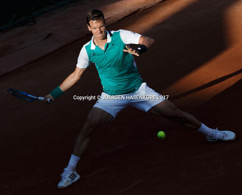 TOMAS BERDYCH (CZE) im Abendlicht, Schatten,von oben,<br /> <br /> Tennis - French Open 2017 - Grand Slam ATP / WTA -  Roland Garros - Paris -  - France  - 30 May 2017.
