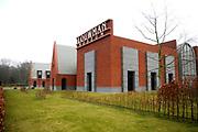 Het Louwman Museum is een museum voor historische auto's, koetsen, en motorfietsen in Den Haag, aan de Leidsestraatweg op een zichtlocatie langs de N44. Het museum stond eerder bekend als het Nationaal Automobiel Museum en de Louwman Collection.<br /> <br /> Op de foto:  Het Louwman museum