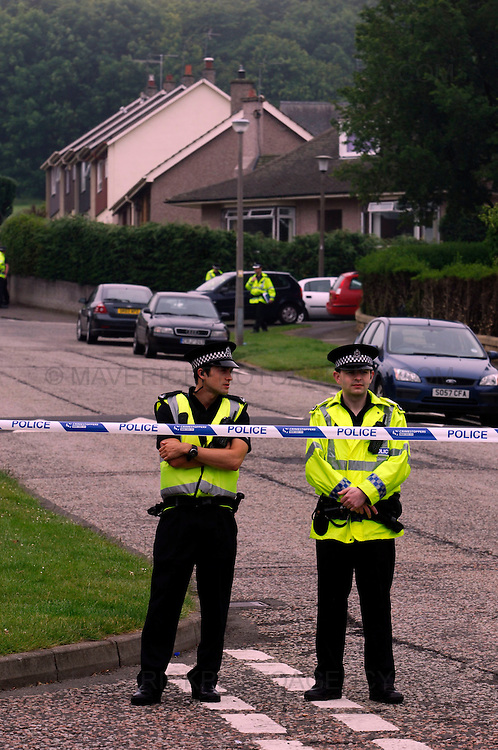 Police in Edinburgh are carrying out inquiries after a 40-year-old man was shot in the early hours of this morning...The man, who is not believed to be suffering from life-threatening injuries, is being treated in Edinburgh Royal Infirmary...He raised the alarm himself after being shot while walking his dog in the Paisley Drive area of the city around 00.40am today (wed, June 24, 2009)...Picture shows two police officers stand guard at the cordoned off Paisley Drive in Edinburgh