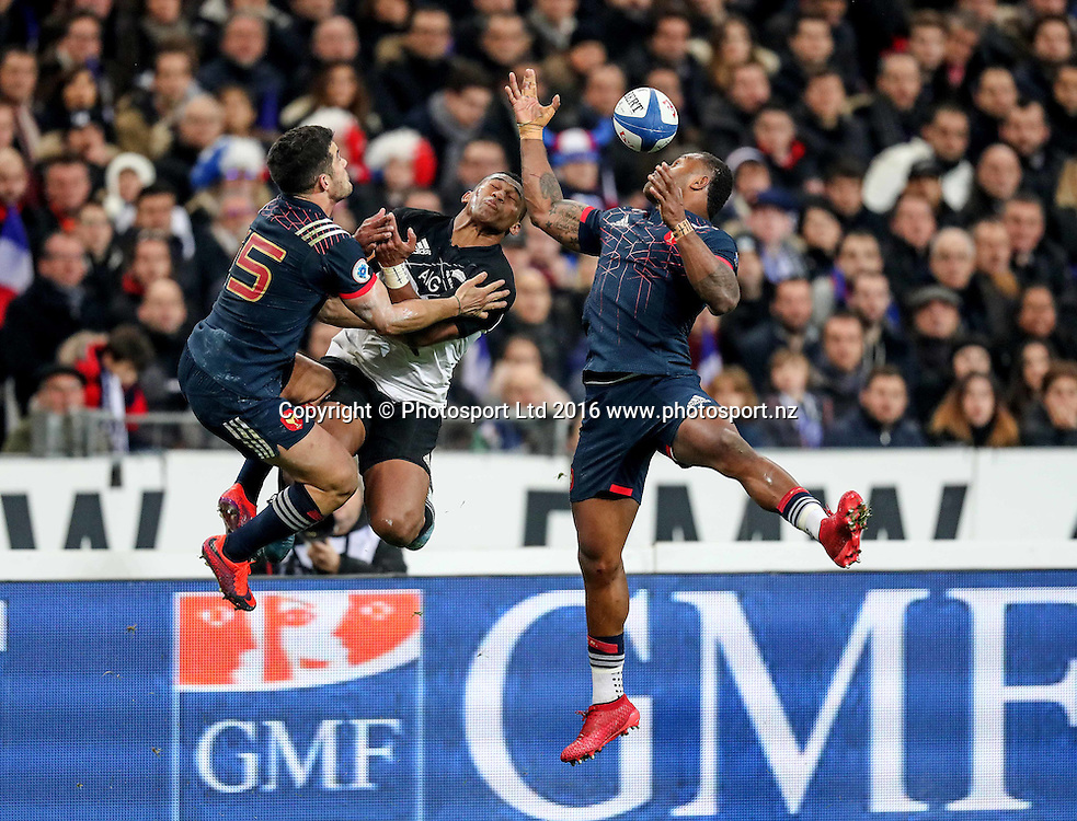 November series friendly rugby international Stade de France Paris Aviva 26/11/2016<br /> France vs New Zealand All Blacks<br /> New Zealand All Blacks  Waisake Naholo with France&rsquo;s Brice Dulin and Virimi Vakatawa<br /> Copyright photo: Billy Stickland / www.photosport.nz