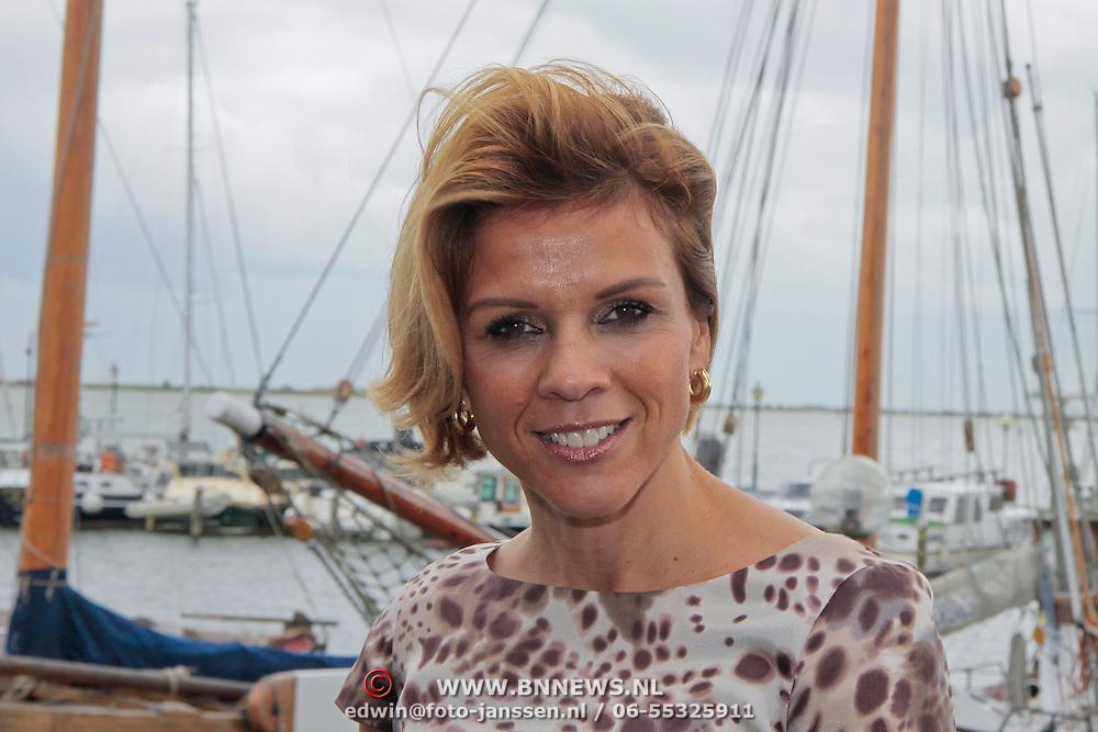 NL/Volendam/20110914 - Jan Smit en Leontien van moorsel onthullen 100% NL magazine grootste oplage aller tijden, Leontien van Moorsel