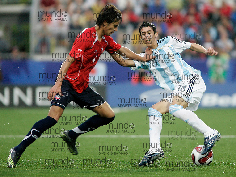 Argentina's Angel Di Maria(R) tries to keep the ball from Chile's Erick Godoy during their semi-final match at the FIFA U-20 World Cup on 19 July 2007 in Toronto, Ontario, Canada.  Argentina led 1-0 at the half..AFP PHOTO/GEOFF ROBINS