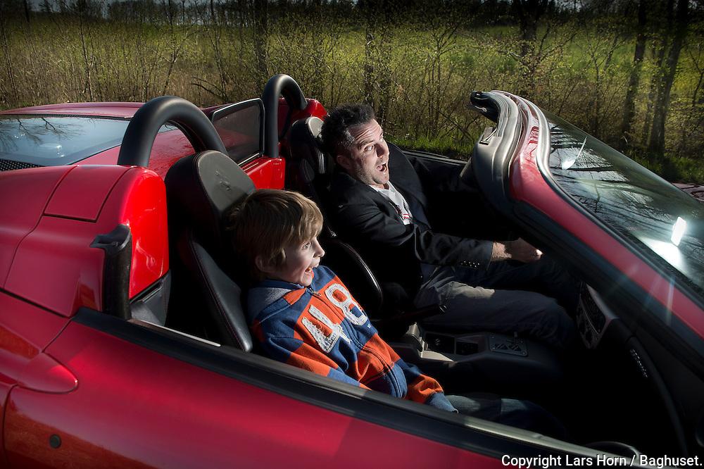 """Jacob Risgaard, dir for Coolshop har succes hans store lidenskab er biler. Han har taget Nikolaj med ud at køre i sin  Ferrari """"det er bare helt vildt """" råber de begge.Foto: © Lars Horn / Baghuset. .Dato: 01.05.12"""