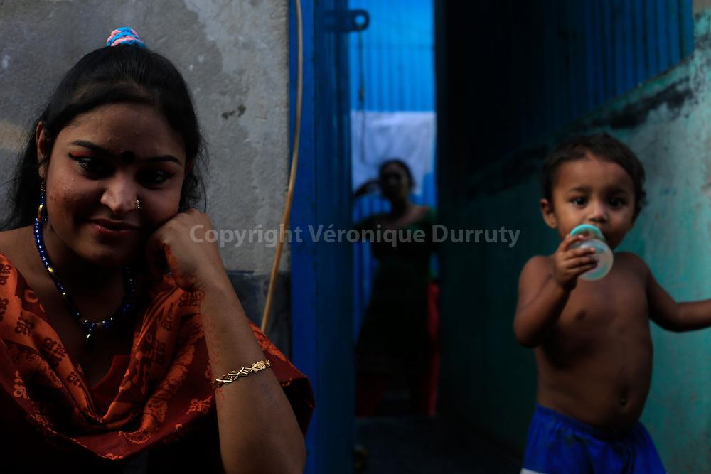 With about 1800 girls, Daulotdia brothel is one of the biggest brothels in the world // avec environ 1800 filles, le bordel de Daulotdia au Bangladesh est l un des plus grands bordels du monde