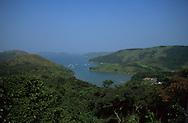 Hong Kong. -  Taitan -  in Tolo harbour area and islands  sai kung       /  baie de Tolo harbour, Taitan area  /  Tolo harbour  /  contrairement à ce que l'on imagine Hong-Kong est rempli d'espace verts, et de parc nationaux inconnus des touristes. La baie de Tolo Harbour est un archipel composé de dizaines d'iles à peine habitées. ici Taitan  /  L'aventure au bout du ferry.  /  Tous les jours campeurs et touristes en quête d'exotisme empruntent ces taxis des mers qui relient les îlots de verdure au monde moderne.  /  Taitan dans le parc de la baie de Tolo Harbour ; pêcheurs du dimanche  sai kung      /  L1108  /  R00094  /  P0005815 Taitan - in Tolo harbour area and islands  sai kung        /      /  baie de Tolo harbour, Taitan area  /    /  Tolo harbour  /  contrairement à ce que l'on imagine Hong-Kong est rempli d'espace verts, et de parc nationaux inconnus des touristes. La baie de Tolo Harbour est un archipel composé de dizaines d'iles à peine habitées. ici Taitan  /    /  L'aventure au bout du ferry.  /  Tous les jours campeurs et touristes en quête d'exotisme empruntent ces taxis des mers qui relient les îlots de verdure au monde moderne.  /  Taitan dans le parc de la baie de Tolo Harbour ; pêcheurs du dimanche  sai kung      /      L1108  /  R00094  /  P0005815