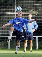 Jena , 140807 , Saison 2007/2008 ; Fussball 2.Bundesliga  FC Carl Zeiss Jena  Sandor TORGHELLE im Training , dahinter Trainer Frank NEUBARTH (beide Jena)