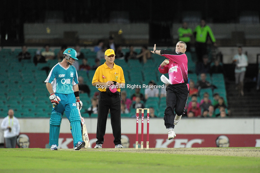 16.12.2011 Sydney, Australia.Sydney Sixers spinner Stuart MacGill in action during the KFC T20 Big Bash League game between Sydney Sixers and Brisbane Heat at the Sydney Cricket Ground.
