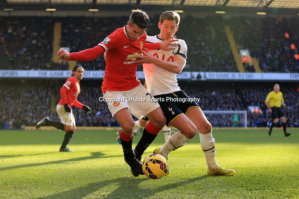 28 December 2014 - Barclays Premier League - Tottenham Hotspur v Manchester United - Robin van Persie of Manchester United tangles with Jan Vertonghen of Tottenham Hotspur - Photo: Marc Atkins / Offside.