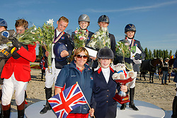 Team England : Inglis Amy, Robinson Laura, Curley Ella, Shore James, Wilks Anna, chef d'equipe ...<br /> European Championship Childern - Moorsele 2009<br /> © Hippo Foto - Dirk Caremans