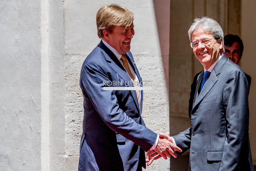 20-6-2017 ROME - King William Alexander and Queen Maxima in the courtyard.<br /> Greetings by Mr. P. Grasso, President of the Senate with Spouse Conversation with Senate President<br /> &nbsp; . 4-day state visit of King Willem-Alexander and Queen Maxima and Republic of Italy and Holy See in Vatican City. COPYRIGHT ROBIN UTRECHT<br /> <br /> 20-6- 2017 ROME - Koning Willem-Alexander en Koningin Maxima Lunch met minister-president P. Gentiloni, in Palazzo Chigi . 4 daags staatsbezoek van Koning Willem-Alexander en koningin Maxima aan de Republiek Itali&euml; en de Heilige Stoel in Vaticaanstad . COPYRIGHT ROBIN UTRECHT
