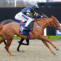 Castorienta and Hayley Turner winning the 3.40 race