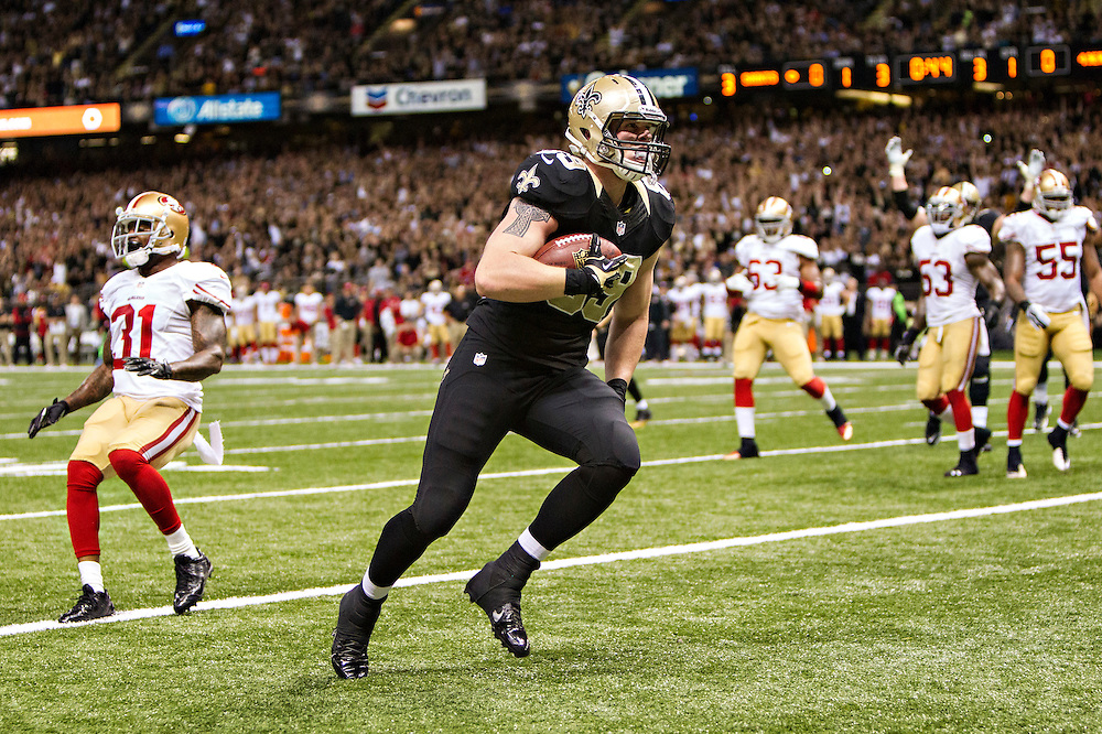 NEW ORLEANS, LA - NOVEMBER 17:  Josh Hill #89 of the New Orleans Saints catches a pass for a touchdown against the San Francisco 49ers at Mercedes-Benz Superdome on November 17, 2013 in New Orleans, Louisiana.  The Saints defeated the 49ers 23-20.  (Photo by Wesley Hitt/Getty Images) *** Local Caption *** Josh Hill